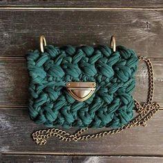Tips for the Beginning Knitter Crochet Clutch, Crochet Handbags, Crochet Purses, Crotchet Bags, Knitted Bags, Love Crochet, Crochet Yarn, Yarn Bag, Bag Pattern Free