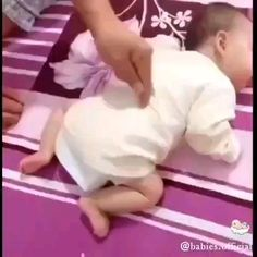 adorable this little 😍😘👶👶 . tag your friends to see it . Cute Funny Baby Videos, Funny Baby Memes, Cute Funny Babies, Funny Videos For Kids, Funny Short Videos, Really Funny Memes, Kids Videos, Funny Kids, Cute Kids Pics