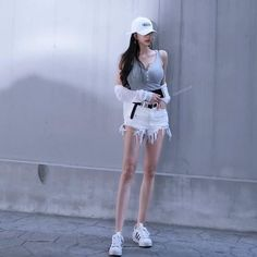 Have you ever thought of Korean fashion or dressing like a Korean celebrity you saw on TV? Or you admire Korean style but you do not know where to start? Korean Street Fashion, Korea Fashion, Girl Fashion, Womens Fashion, Skinny Inspiration, Ulzzang Fashion, Ulzzang Girl, Skinny Fashion, Girl Outfits