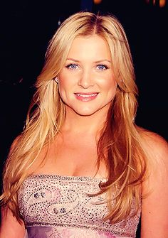 Jessica Capshaw... or better known as Arizona Robins...Grey's Anatomy <3
