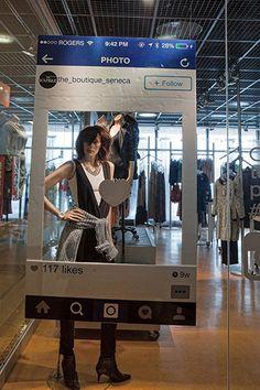 Unisci il negozio al mondo dei social.  Pensa ad un area dove i clienti possano fare le foto da condividere poi sui social :-)  guarda cosa ha fatto questo negozio di Toronto.