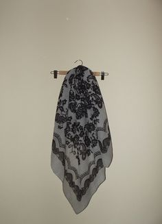 Czarno-biała chusta szal Reserved Kup mój przedmiot na #vintedpl http://www.vinted.pl/akcesoria/inne-akcesoria/11542578-duza-chusta-szal