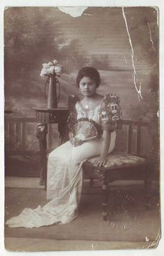 vintage everyday: 24 Charming Photo Postcards of Philippine Girls in Traditional Dresses from between Photo Postcards, Vintage Postcards, Vintage Photos, Philippines Outfit, Philippine Women, Filipina Girls, Filipino Culture, Old Portraits, Filipiniana