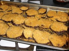 I love eggplant and am always looking for different ways to eat it as I get tired of the age-old eggplant parmesan. The baked eggplant chips are firm in the center and crispy around the edges which… Eggplant Chips, Crispy Eggplant, Eggplant Dishes, Eggplant Parmesan, Baked Eggplant Recipes, Parmesan Chips, Cheese Chips, No Bake Snacks, Cheese Appetizers