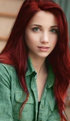 Just now that I realized that I could not miss the opportunity to say hi. Gorgeous Redhead, Gorgeous Eyes, Beautiful Women, Megan Fox Photos, Hairdo For Long Hair, Red Hair Woman, Girls With Red Hair, Redhead Girl, Beauty Photography