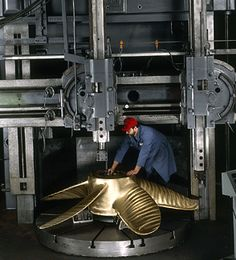 For extremely accurate profiling of large complex shapes, this vertical boring mill swings up to 102 inches and follows aluminum templates, precisely CNC machined by MI. Large propeller can weighs in at 10 tons or more.