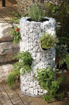 Kräuterturm Gabione House with Pallet – Sustainable Products – # herb garden … . Garden Planters, Herb Garden, Outside Planters, Succulent Planters, Hanging Planters, Succulents Garden, Vegetable Garden, Small Gardens, Outdoor Gardens