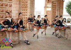 Bailarinas de ballet con tutu bordado de Chiapa de Corzo, usados tradicionalmente en trajes de chiapaneca.