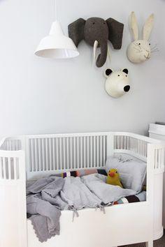 Aus ein Mal Bettwäsche für Erwachsene, werden zwei Sets für Kinder. Für Grauliebhaber. Geht aber auch in Bunt. Kariert. Gestreift.