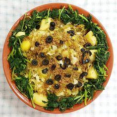 Relíquias dos almoços de família: legumes refogados com broa grelos salteados e azeitonas