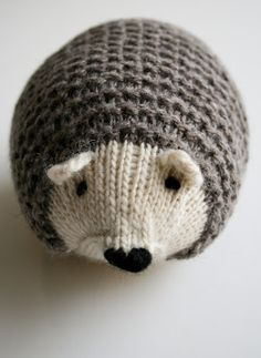 I will learn how to knit just so I can make this adorable hedgehog! Whit's Knits: Knit Hedgehogs - The Purl Bee - Knitting Crochet Sewing Embroidery Crafts Patterns and Ideas! Purl Bee, Animal Knitting Patterns, Crochet Patterns, Embroidery Patterns, Simple Knitting Patterns, Animal Patterns, Free Knitting, Baby Knitting, Knitting Stitches