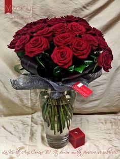 Buchet pentru ocazii speciale, realizat de designerii florali Magique: 31 trandafiri rosii, Green si Black Tie