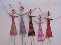Muñecas papel mache--Could I make these with the Grands? Wire Crafts, Diy And Crafts, Crafts For Kids, Arts And Crafts, Paper Crafts, Paper Dolls, Art Dolls, Art Perle, Paperclay