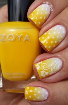 It is cheerful and colorful manicure, which is better than the others for a long summer day. Juicy yellow gradient reminds the sun at its zenith, and white