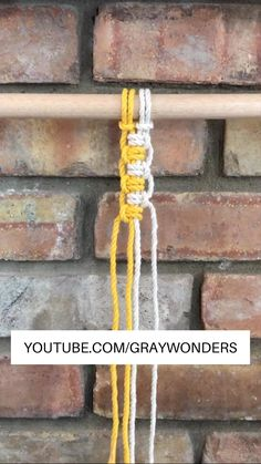 Vertical Lark's Head Knot – Knoten und Bänder – Home crafts Diy Friendship Bracelets Patterns, Diy Bracelets Easy, Bracelet Crafts, Macrame Bracelets, Jewelry Crafts, Knots For Bracelets, Braided Bracelets, Macrame Jewelry, Macrame Wall Hanging Diy