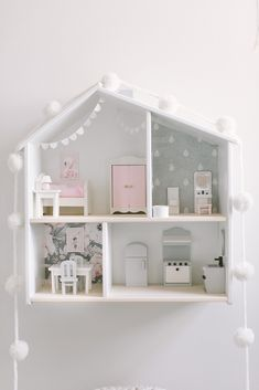 DIY IKEA dollhouse This stylish design fashion, which produces hot and intimate settings with its Retro Furniture, Ikea Furniture, Doll Furniture, Dollhouse Furniture, Furniture Cleaning, Furniture Removal, Ikea Dollhouse, Cardboard Dollhouse, Dollhouse Dolls