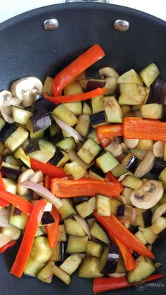 Legume la tigaie – Rețete LCHF Carrots, Vegetables, Food, Meal, Essen, Carrot, Vegetable Recipes, Hoods, Meals