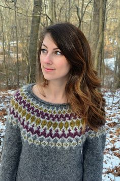 I'm crazy about this Treysta, made by with light yoke outline! Isn't this such a beautiful color combo?✨💗 This pattern is currently in Issue 3 of and there's more info on my Ravelry designer page. Diy Crochet, Color Combos, Ravelry, Free Pattern, Knitting Patterns, Wool, Outfits, Beautiful, Magazine