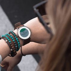 Pebble Round is the newest form of smart watch - I like the form and style of this - TheOpportunisticTravelers.com