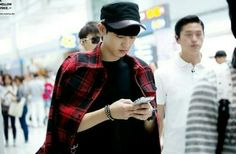 Chanyeol playing with his phone