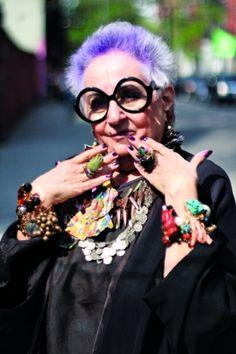La creatrice di #gioielli #JeanBetancourt.  Le signore che #AriSethCohen fotografa dal 2008 per il suo blog #AdvancedStyle.