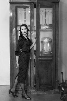 Pharmacy, Vintage Ladies, Vogue, Dresses With Sleeves, Portrait, Lady, Long Sleeve, Fashion, Moda