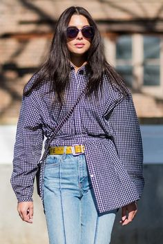 The best street-style looks outside the Sydney shows at Australian Fashion Week Cool Street Fashion, Street Chic, Street Style Looks, Street Style Women, Campus Style, Best Casual Outfits, Australian Fashion, Shirt Style, Fashion Design