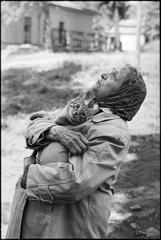 """Babushka with her cat"" Photo: Vladimir Sichov (Born: Soviet Russia 1947 - ) Soviet Russia - Moscow, Crazy Cat Lady, Crazy Cats, I Love Cats, Cute Cats, Cats Humor, Funny Kitties, Adorable Kittens, Animals And Pets, Cute Animals"