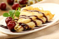 Lactose free Cherry-Cheese Crepes by Melissa d'Arabian Köstliche Desserts, Dessert Recipes, Fruit Pancakes, Lactose Free Recipes, How To Make Crepe, French Crepes, Crepe Recipes, Morning Food, Hot Fudge