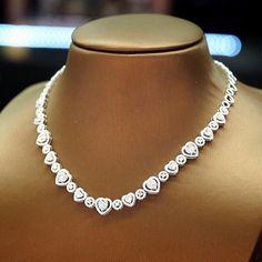 Petchchompoojewelry #diamondchoker Diamond Necklace Set, Diamond Jewellery, Small Necklace, Necklaces, Diamond Dreams, Diamond Are A Girls Best Friend, Metal Jewelry, Personalized Jewelry, Bridal Jewelry