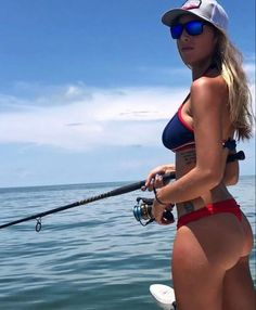 Spinning reel - fishing girl - fishing today - Fishing is really fun and interesting for me, Bow Hunting Women, Hunting Girls, Barefoot In The Park, Funny Fishing Shirts, Fishing Videos, Fishing Stuff, Fishing Girls, Women Fishing, Fish Camp
