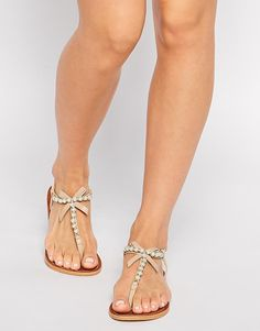 6a7c67609047 Die 66 besten Bilder von Sandalen   Beautiful shoes, Flat sandals ...