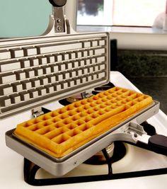 Achetez le gaufrier clavier d'ordinateur sur lavantgardiste pour vous préparer de bons goûters geeks.