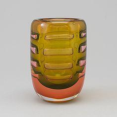 BENGT EDENFALK - Glass vase, Thalatta, Wilke Adolfssons studiohytta in Orrefors, unique. Height 17 cm.