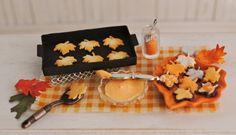 Caída de la hoja miniatura Galletas En La Fabricación - Orange Leaf Plato en forma de Con Frosted cookies