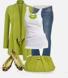 Look verde con dettagli animalier