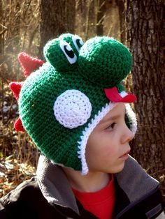 Not going to lie.part of me reaaaaaaaaallllly wants to make one of these and then play Mario Kart (Yoshi Hat Crochet Pattern PDF by AshTreeCrochet) Crochet Kids Hats, Crochet Beanie, Crochet Crafts, Yarn Crafts, Crochet Clothes, Crochet Projects, Earflap Beanie, Crochet Character Hats, Mode Crochet