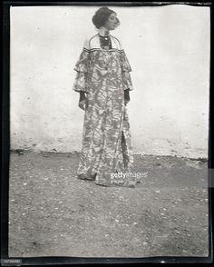 Emilie Floege in a reform dress - Summer Dress. Brauhof. Litzlberg. Lake Attersee. Photograph by Gustav Klimt. 1906. (Photo by Imagno/Getty Images) Emilie Flöge in einem Haus-Kleid (Hängekleid