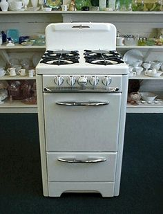 """Antique Gas Stoves O'Keefe & Merritt Apartment size 20"""" stove. This is a super clean compact size. It would be great for a garage apartment."""