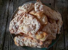 Lechiacchiere napoletane- bugie, frappe, cenci in altre regioni – sono dei famosissimi dolci che si mangiano acarnevale....
