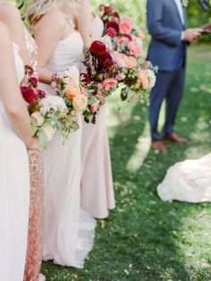 Photography : Connie Whitlock Read More on SMP: http://www.stylemepretty.com/2017/01/13/backyard-chic-colorado-wedding/