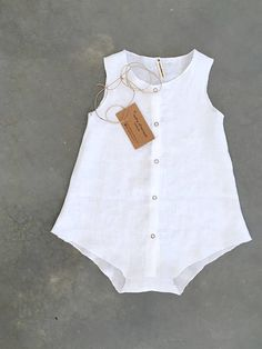 Diy Crafts - Baby linen romper roomy and bubbly to ensure ultimate comfort of movement. Snaps along the front, roomy leg openin Trendy Baby Boy Clothes, Baby Boy Outfits, Kids Outfits, Baby Girl Fashion, Kids Fashion, Baby Christening Outfit, Baby Sewing Projects, Baby Wearing, Baby Dress