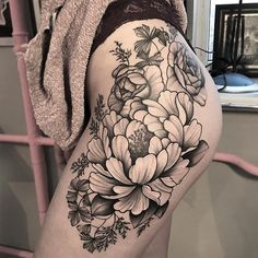 best tattoos for girls: choose your own and become unique … – Tattoo World Girl Thigh Tattoos, Leg Tattoos Women, Body Art Tattoos, Sleeve Tattoos, Small Tattoos, Tatoos, Flower Tattoo Designs, Flower Tattoos, Cool Tattoos For Girls