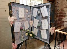 Novel suitcase table plan