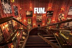 Inspirational-stairwall-gallery-at-the-Hard-Rock-Hotel.jpg (900×599)