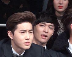 Suho : Too rich to buy glasses Lay: Too high for detox he thinks Suho's ice cream Chanbaek, Baekyeol, Exo Bts, Suho Exo, Lay Exo, Kpop, Exo Couple, Xiuchen, Exo Memes