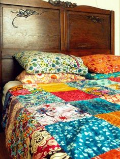 What's great about this bohemian-looking bed spread is that it's ... : colourful patchwork quilt - Adamdwight.com