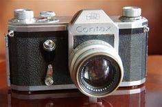 1949. Contax S. On voit bien ici tout ce que le Contax doit en apparence au Reflex S.  www.pentax-slr.com