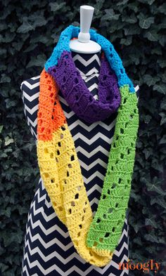 Crochet Scarf Design Free Pattern: Neon Dreams Infinity Scarf - moogly, thanks so xox - The Neon Dreams Infinity Scarf is indeed the stuff dreams are made of. Dreams of bright, bold hues, ultra modern color blocking, and infinite possibilities! Love Crochet, Diy Crochet, Crochet Crafts, Crochet Projects, Crochet Gloves, Crochet Scarves, Crochet Shawl, Infinity Scarf Crochet, Infinity Scarfs