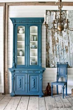 Custom blue Chalk Paint® mixed by Annie Stockist in Marsta, Sweden, Lina på Landet, with two parts Aubusson Blue to one part Florence.